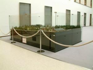 Träskändan pienoismalli Tapiolan uuden terveyskeskuksen aulassa